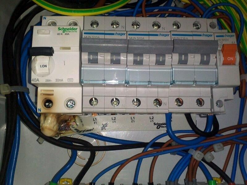 averia-electrica-en-un-bar_239731
